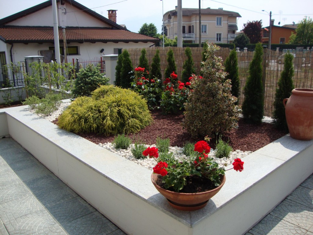 Aiuole in citt paesaggi garden vivaiopaesaggi garden vivaio for Progetto aiuole per giardino